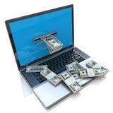 Haciendo el dinero en línea - retirar dólares del ordenador portátil Foto de archivo