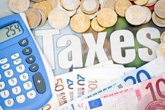 Haciendo los impuestos euro Fotografía de archivo libre de regalías
