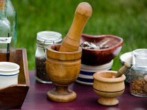 Haciendo medicina la vieja manera Imagen de archivo libre de regalías