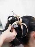 Haciendo que tarde la mujer coiffure Foto de archivo libre de regalías