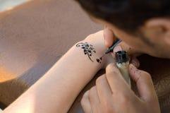 Haciendo temporal, tatuaje de la alheña Fotos de archivo