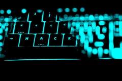 Hacka text på de upplysta knapparna av tangentbordet royaltyfri foto