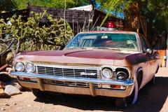 Hackberry Ogólny sklep z 1957 czerwieni korwety samochodem w przodzie na Sierpień 3, 2012 w Hackberry, Arizona, usa Hackberry gen fotografia royalty free