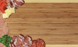 Hackender Vorstand der Küche als Hintergrund für ein Menü Lizenzfreie Stockbilder