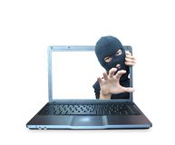 Hacker auf Notizbuch lizenzfreie stockbilder
