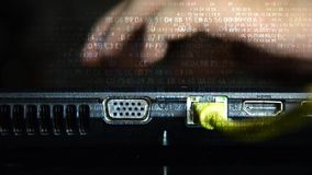 Hacker, corte de uma rede informática 15 video estoque