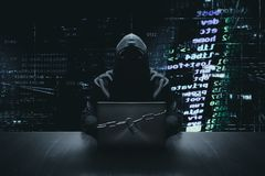 Hacker vor verschlossener Computerinternetkriminalität lizenzfreie stockbilder