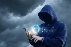 Hacker wchodzić do sieć przez pastylki Obrazy Royalty Free