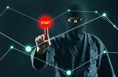 Hacker zaczyna sieka komputerowego dane zdjęcie stock