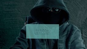 Hackera krekingowy tajny hasło Hacker przygotowywa ataka na siekać portal Ściąganie dane parawanowy wirtualny zdjęcie wideo