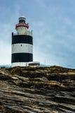 Haczyk Kierownicza latarnia morska w Irlandia zdjęcia stock