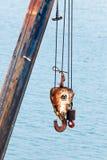 Haczyki i kable żuraw dla target135_0_ ciężkich ładunki Zdjęcia Stock