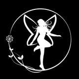 Hada que se coloca en círculo floral en fondo negro Fotos de archivo libres de regalías