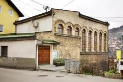 Hadadan dzamija在亚伊采 达成协议波斯尼亚夹子色的greyed黑塞哥维那包括专业的区区映射路径替补被遮蔽的状态周围的领土对都市植被 库存照片