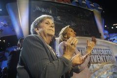 Hadassah Lieberman y señora Lieberman en los 2000 convenios Democratic en Staples Center, Los Ángeles, CA Foto de archivo