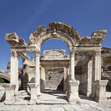 Hadrian寺庙在以弗所 免版税图库摄影