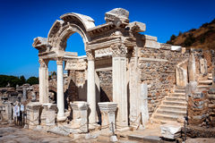 Hadrian寺庙在Ephesos 免版税库存照片