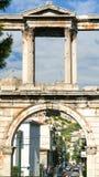 Hadrian曲拱在街道的在雅典 免版税库存照片