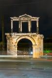 Hadrian曲拱夜照片在雅典,希腊 免版税库存图片
