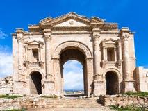 Hadrian曲拱看法在杰拉什Gerasa镇 免版税库存图片