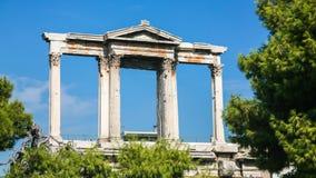 Hadrian曲拱看法在雅典市 库存照片