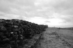Hadrian的强大墙壁遗骸  库存图片