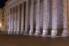 Hadrian, Il Tempio di阿德里亚诺寺庙  免版税库存照片