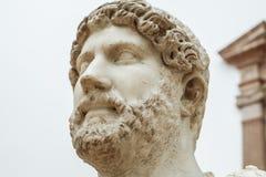 Hadrian iklädd militär skrud, Seville, Spanien arkivfoto