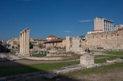 Hadrian ` s图书馆的遗骸在Monastiraki广场,雅典, Gr 免版税库存图片