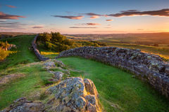 Hadrian ` s Ścienny pobliski zmierzch przy Walltown zdjęcie royalty free