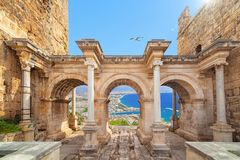 Hadrian` s Poort - ingang aan Antalya, Turkije royalty-vrije stock afbeeldingen