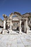 hadrian s tempel för ephesus Royaltyfria Foton