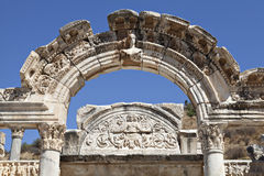 Hadrians tempel, Ephesus, Izmir, Turkiet Royaltyfri Foto