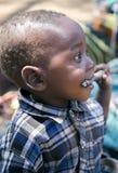 Hadza部落的婴孩特写镜头的画象 免版税库存照片