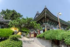 Haedong Yonggungsa寺庙主要郡在釜山,韩国 免版税库存图片