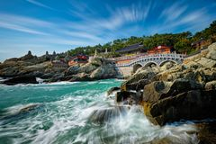Haedong Yonggungsa świątynia Busan, Południowy Korea obrazy royalty free