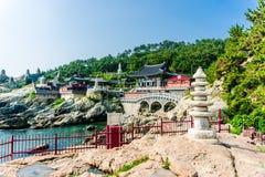 Haedong Yonggungsa, kinesisk buddhismtempel i Sydkorea fotografering för bildbyråer