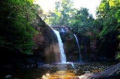Haew Suwat vattenfall @KhaoYai nationalpark arkivbilder