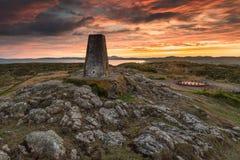 Hafan y平均观测距离日落,北部威尔士 免版税库存图片