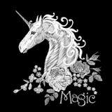 Hafciarski biały kwiecisty wzór z psimi różami i zapomina ja nie kwiaty Jednorożec fantazi bajki sen wektor ilustracji