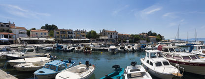 Hafen bei Malinska, Insel Krk, Kroatien Stockfotografie