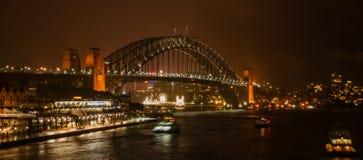 Hafen-Brücke nachts Lizenzfreie Stockfotografie