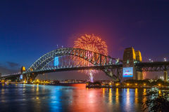 Hafen-Brücken-Feuerwerke stockbilder