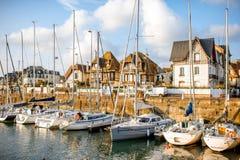 Hafen in Deauville-Dorf in Frankreich lizenzfreies stockbild