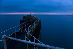Hafen an der Dämmerung Lizenzfreies Stockfoto