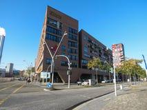 Hafen, der in Hamburg buidling ist Lizenzfreie Stockbilder