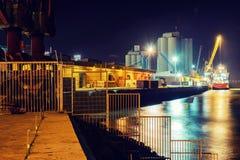 Hafen an der Nachtlangen Belichtung stockfotos