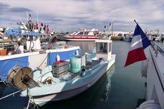 Hafen des Saintes-Maries-de-la-Mer in Frankreich stockbild
