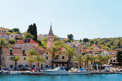 Hafen einer Kleinstadt Splitska - Kroatien, Insel Brac stockfotos