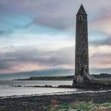 Hafen-Eingang, Erinnerungsturm Chaine, Larne, Nordirland stockfotografie